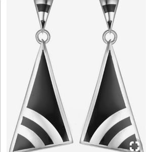 🆕 Desky Deco Dangle Earrings from The Met